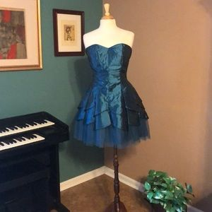 Gorgeous strapless Prom/Formal dress size 9/10